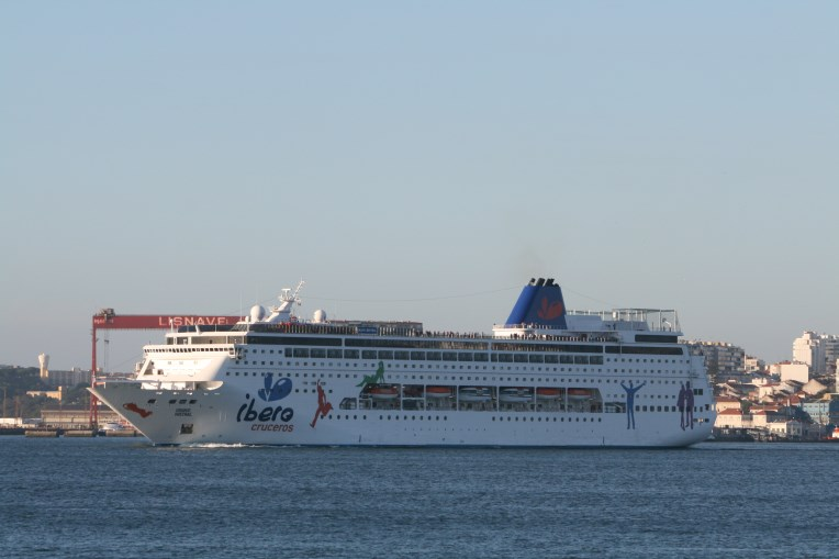 Photos Grand Mistral And Wind Surf Cruise Industry News