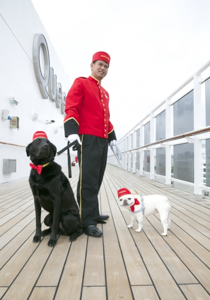 QM2 Welcomes Canines