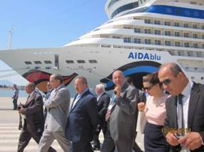 Tunisian Minister of Tourism Meets Passengers
