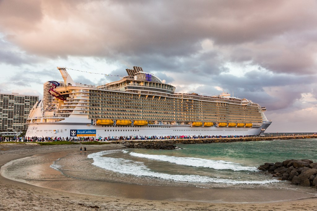 Harmony of the Seas leaves Port Everglades