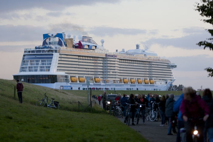 Royal Caribbean Orders Pair Of IconClass LNG And Fuel Cell - Cruise ship fuel
