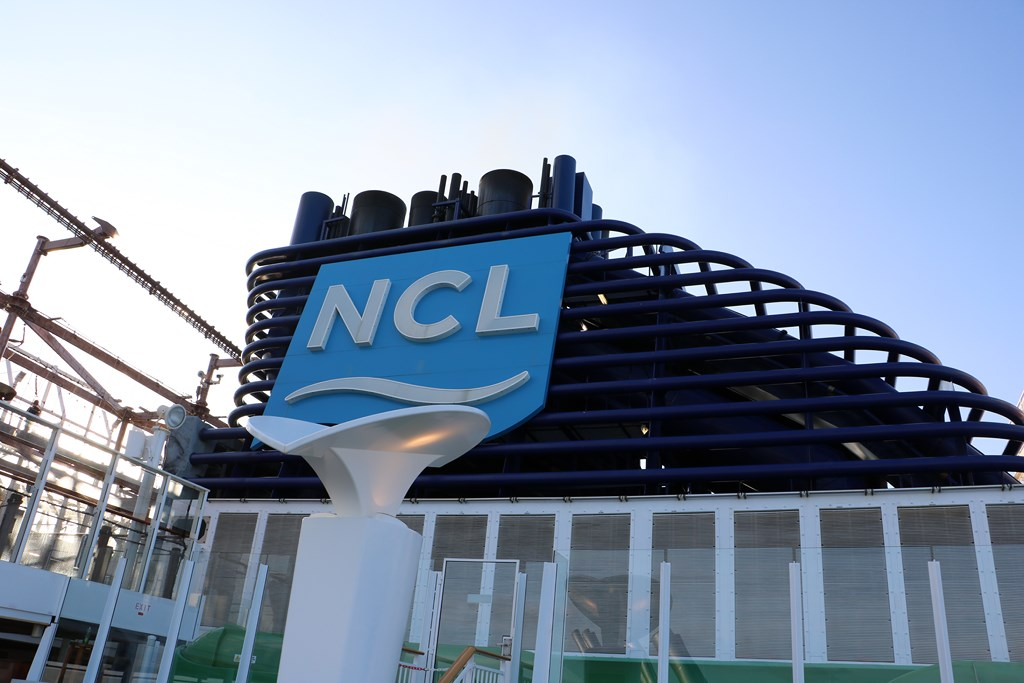 Acquires 14971 Shares of Norwegian Cruise Line Holdings Ltd (NCLH)