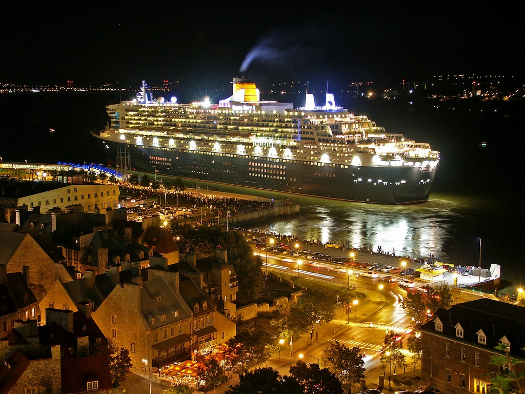 Queen Mary 2 in Quebec