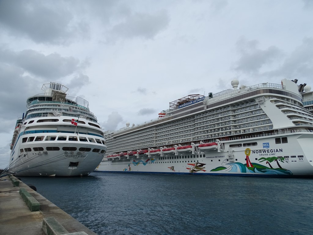 Royal Caribbean and Norwegian Ships in Nassau