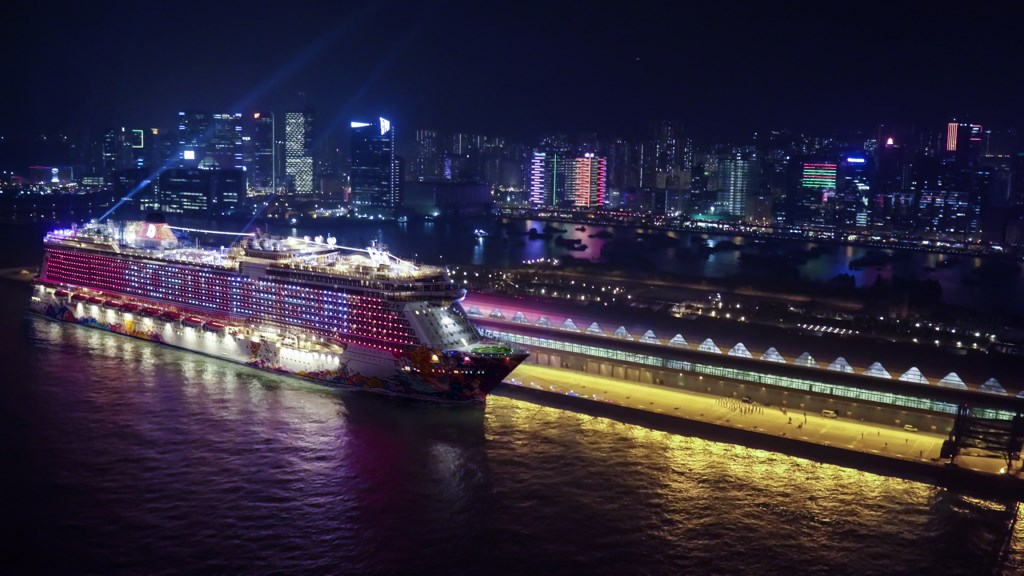 World Dream To Play Role In HKs Symphony Of Lights Cruise - First cruise ship in the world