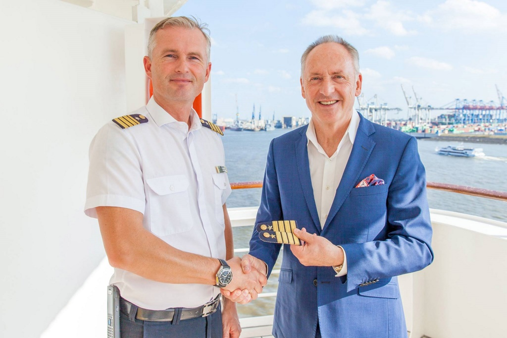 hapag lloyd names ulf sodemann captain of bremen cruise industry news cruise news. Black Bedroom Furniture Sets. Home Design Ideas