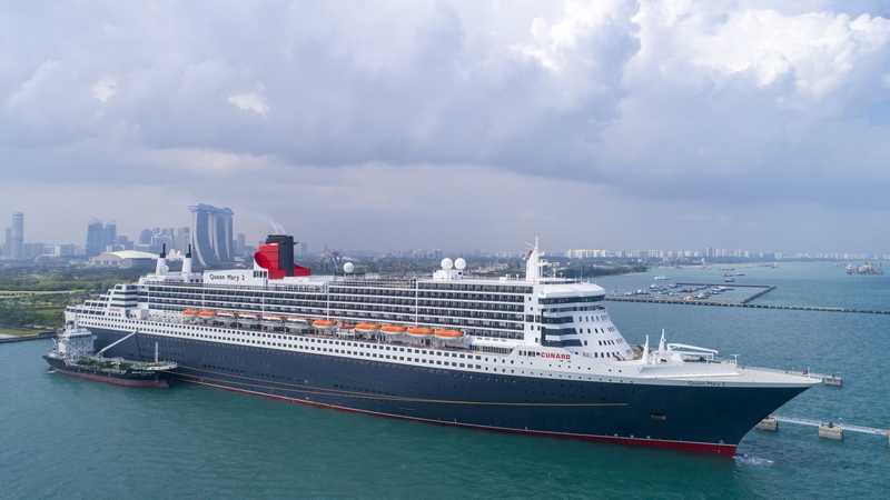 Queen Mary 2 in Singapore