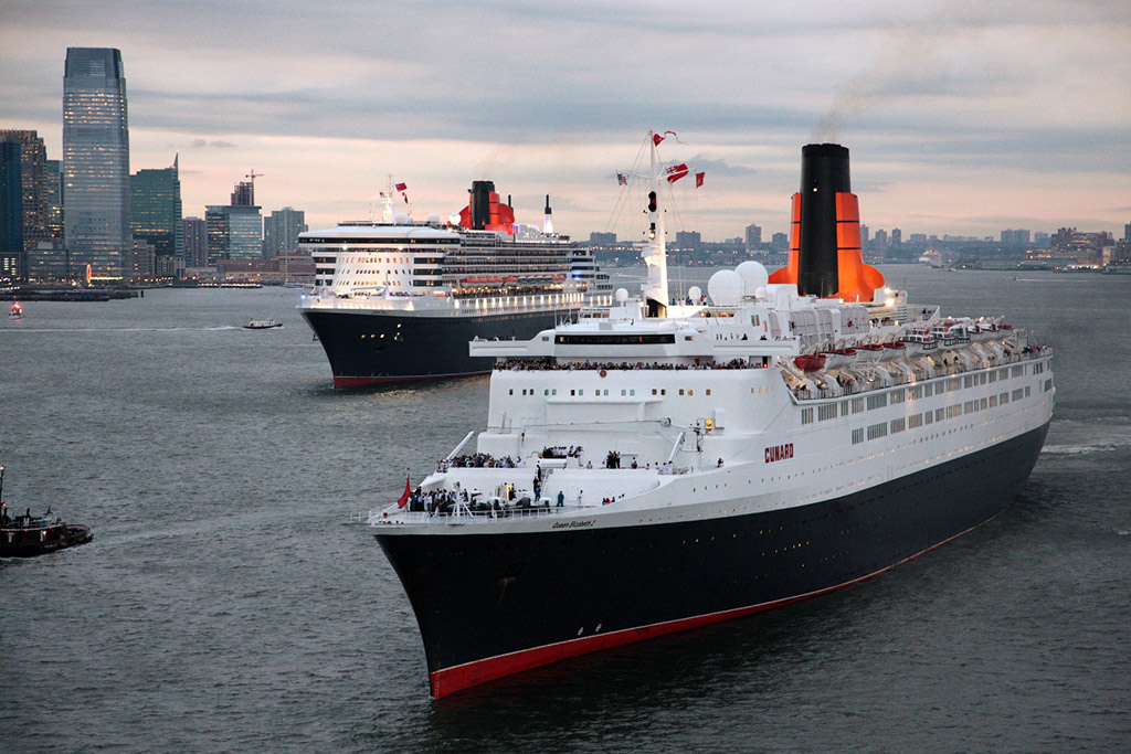 Queen Elizabeth 2 and Queen Mary 2