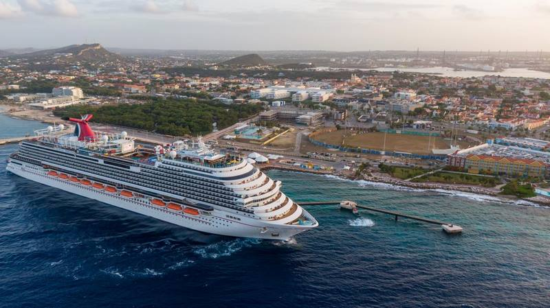 The Carnival Horizon in Curacao