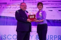 "Ms. Flordeliza Villaseñor, Director of Manila Tourism and Cultural Affairs Bureau (right) presented the ""Key to the City"" to Mr. William Ng, Chief Operating Officer of Star Cruises (left)."