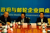 From CCS8, William Ng (left, COO, Star Cruises) talks business with gov't officials in China.