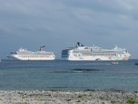 Ships tendering in the Caymans. (photo: Sergio Ferreira)