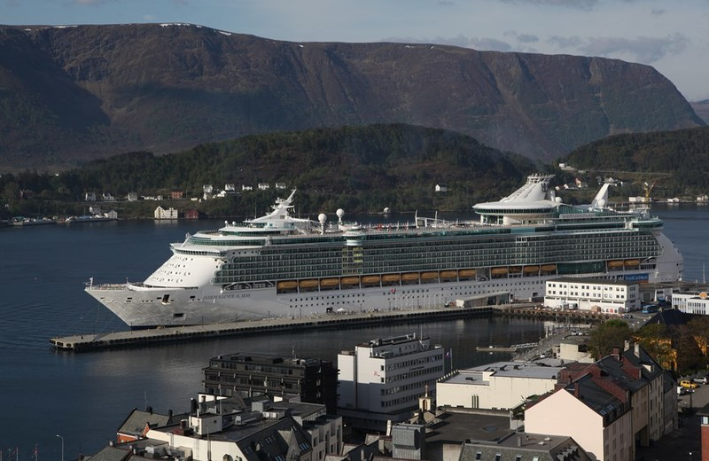 Royal Caribbean's Independence of the Seas calls in Alesund.