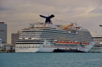 Carnival Breeze in Miami (photo: Antonio Silva)