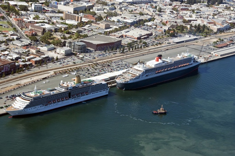 The Arcadia and QM2 in Fremantle