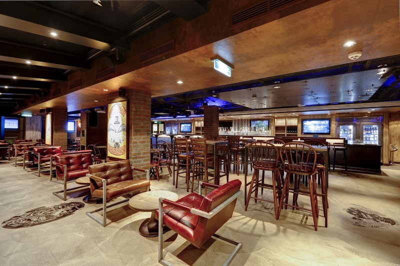 Norwegian Escape's trendy District Brewhouse