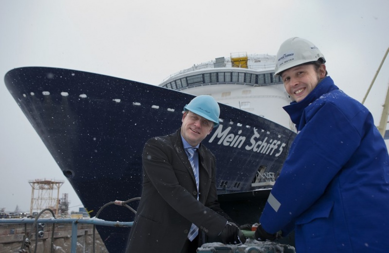 Ferdinand Strohmeier, Vice President TUI Cruises, and Dr. Jan Meyer, CEO Meyer Turku