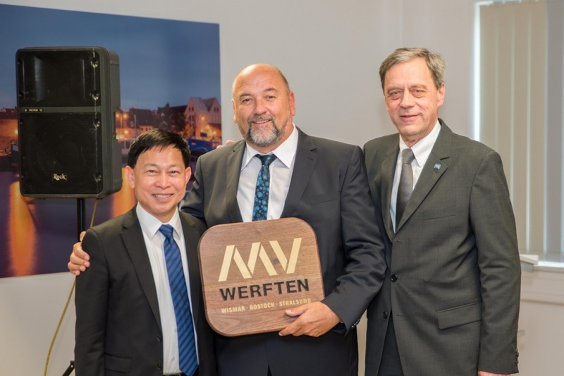 Colin Au (Chief Executive Genting Hong Kong), Economics Minister Harry Glawe and Managing Director MV WERFTEN Jarmo Laakso