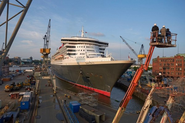 Infos - les Ports, et Infrastuctures maritimes - Page 4 QM2Docking-19-fill-600x398