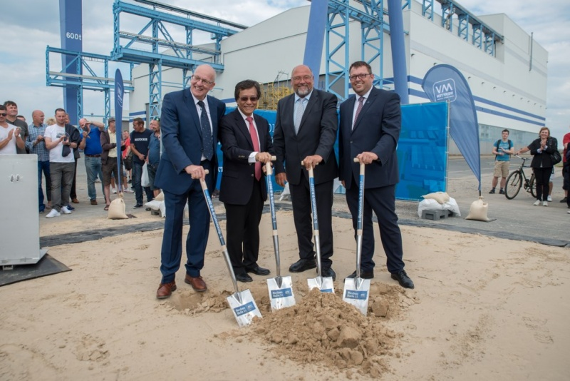 (from left to right) Rostock's Mayor Roland Methling, Genting Chairman and CEO Tan Sri Lim Kok Thay, Mecklenburg-Vorpommern's Minister for Economic Affairs Harry Glawe and Holger Tepper, COO of MV WERFTEN