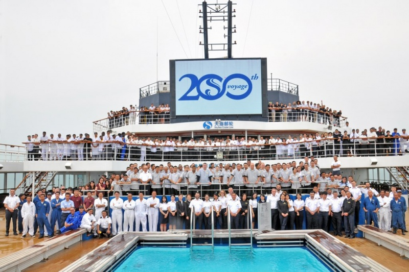 900 crew aboard the Golden Era mark the 200th SkySea sailing