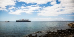 Queen Mary 2 anchors off Kangaroo Island