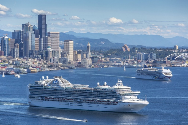The Ruby Princess and the Norwegian Jewel sailing from Seattle. (Don Wilson)