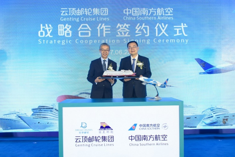 In commemoration of the strategic partnership,  Mr. Kent Zhu, President of Genting Cruise Lines (left) presented the ship model to Mr. Laijun Luo,  Director General, Commercial Steering Committee of China Southern Airlines (right).
