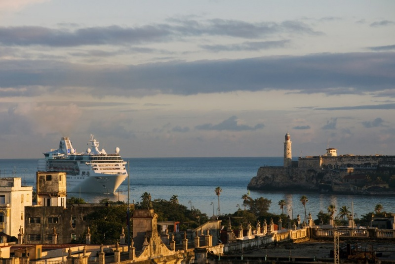 Empress of the Seas sailing into Havana