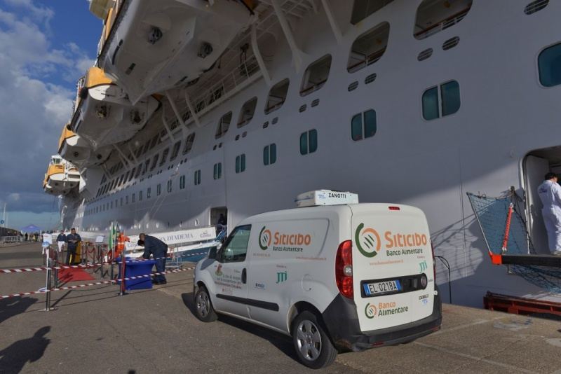 Picking up excess food in Civitavecchia