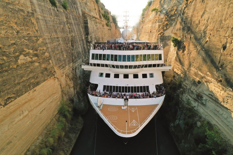 Braemar in the Corinth Canal