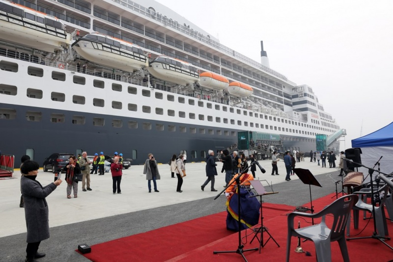 Queen Mary 2 in Incheon
