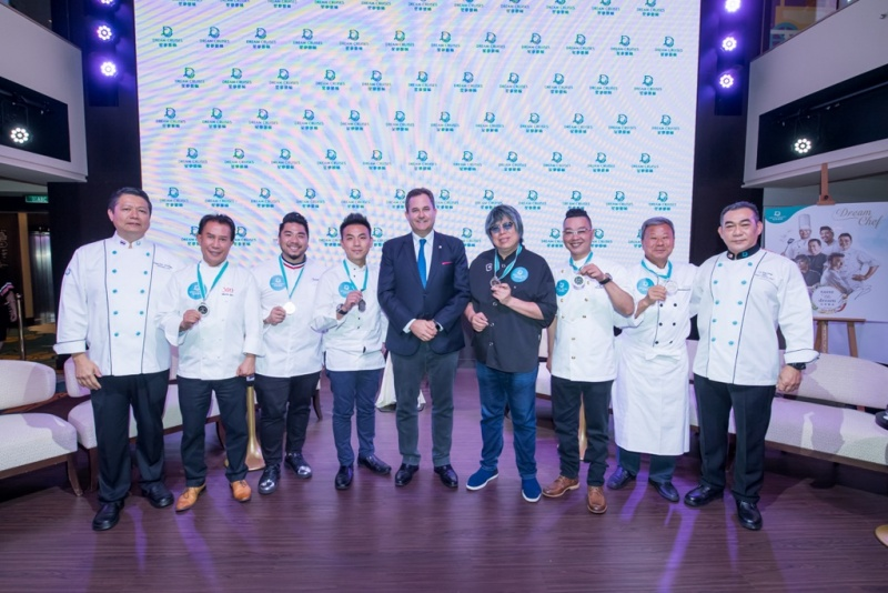 From left to right: Chef Supachai Saisoigeon, Executive Chef of World Dream; Chef Martin Yan; Chef Christian Yang; Chef Vicky Cheng; Thatcher Brown, President of Dream Cruises; Chef Alvin Leung; Chef KK Chan; Chef Wan Tat Kong and Chef Lee Eng Heng, Fleet Executive Chef of Genting Cruise Lines.