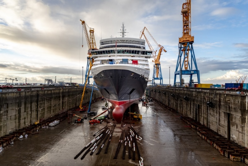 Queen Elizabeth at Damen in Brest