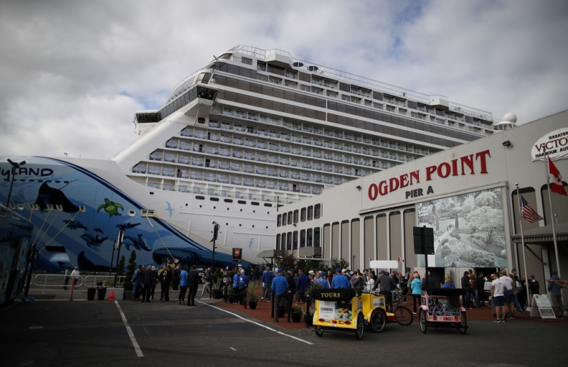 At Ogden Point, 4,800 passengers were cleared and on their way in 45 minutes.