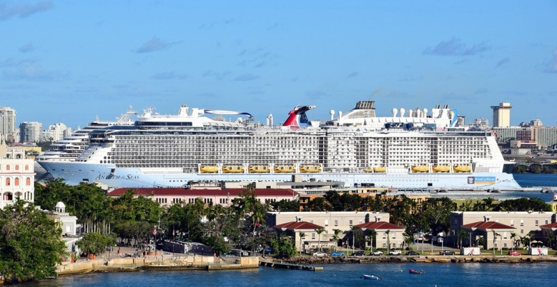 Anthem of the Seas and Carnival Magic in San Juan (Photo: Arjan Elmendorp)