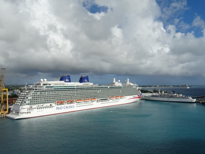 The Britannia and Freewinds in Bridgetown, Barbados (Photo: Sergio Ferreira)