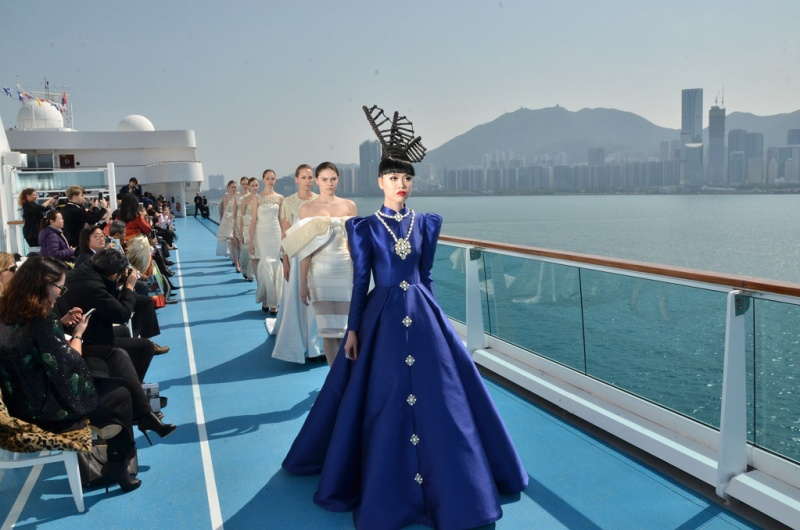 Renowned catwalk producer and model Jessica Minh Anh along with 8 models hosted a sky-high fashion show onboard the sundeck of Costa neoRomantica in Hong Kong.