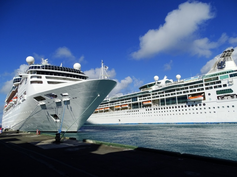 Empress and Enchantment of the Seas in Port (Photo: Sergio Ferreira)
