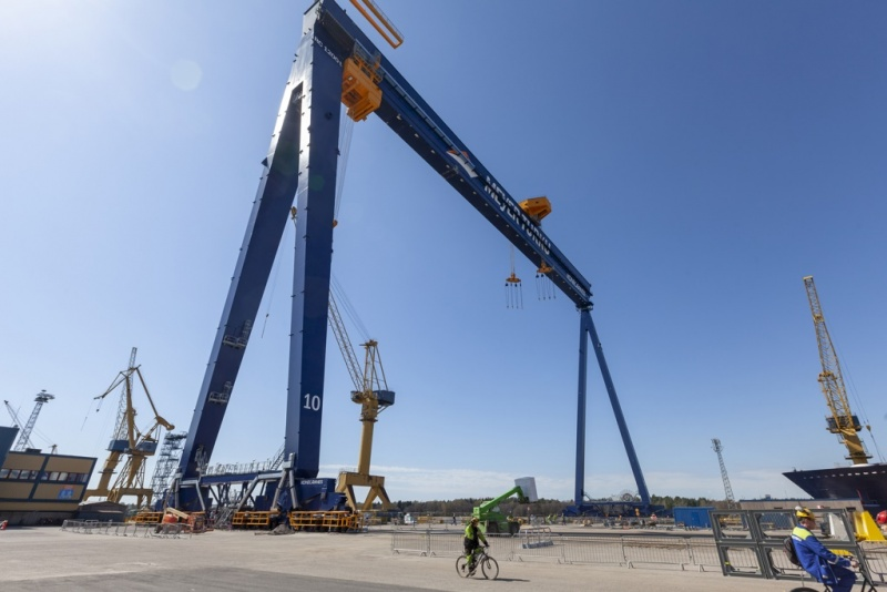 Meyer Turku Crane Delivery