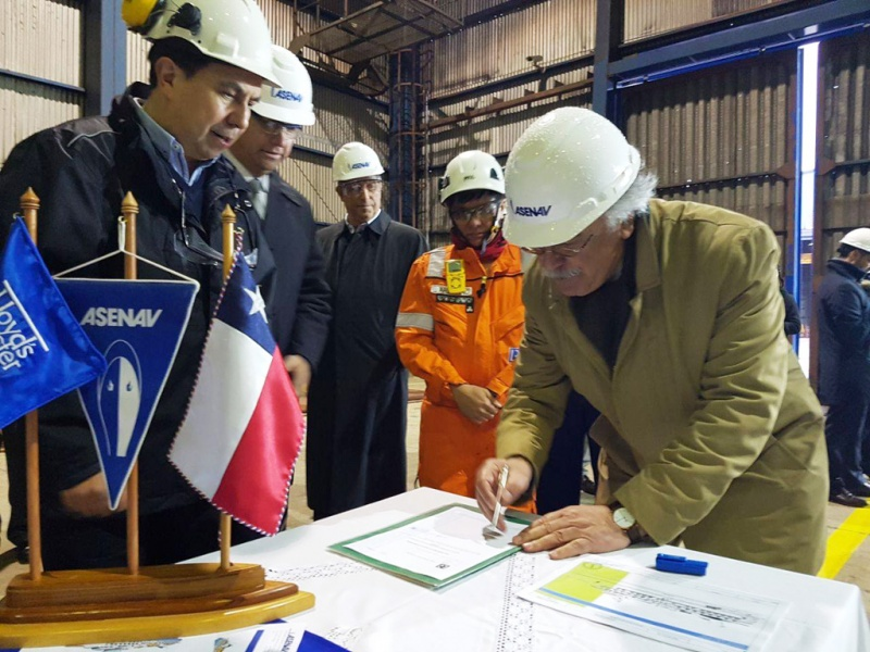 Jaime Vásquez Sapunar, president and chairman, inks the deal for the new ship.