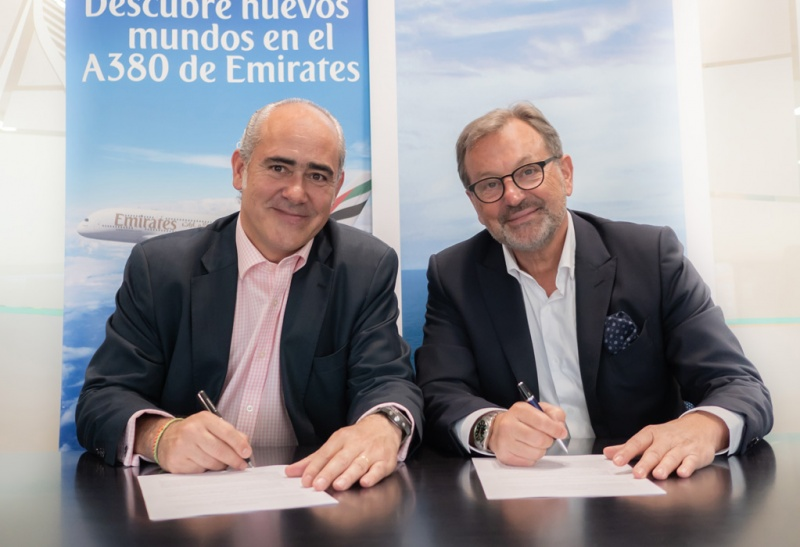 From left: General Manager of Emirates in Spain, Fernando Suarez de Góngora, and Richard Vogel, president and CEO of Pullmantur Cruceros.