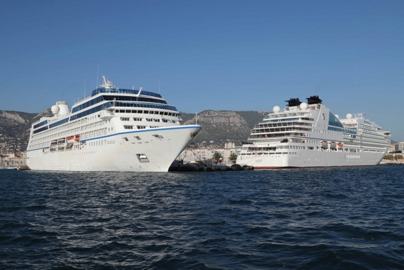 Seabourn Ovation and Oceania Nautica in Toulon